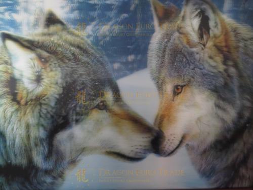 2-knuffelende-wolven