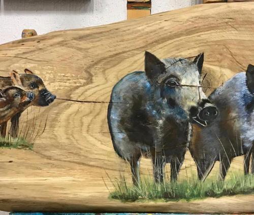 Wilde zwijnen op hout